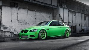 Preview wallpaper bmw, m3, e92, green, side view, wing, shadow, building