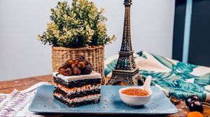 Preview wallpaper cake, dessert, biscuit, berries, jam, basket, statuette