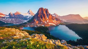 Preview wallpaper canada, british columbia, mountain, lake