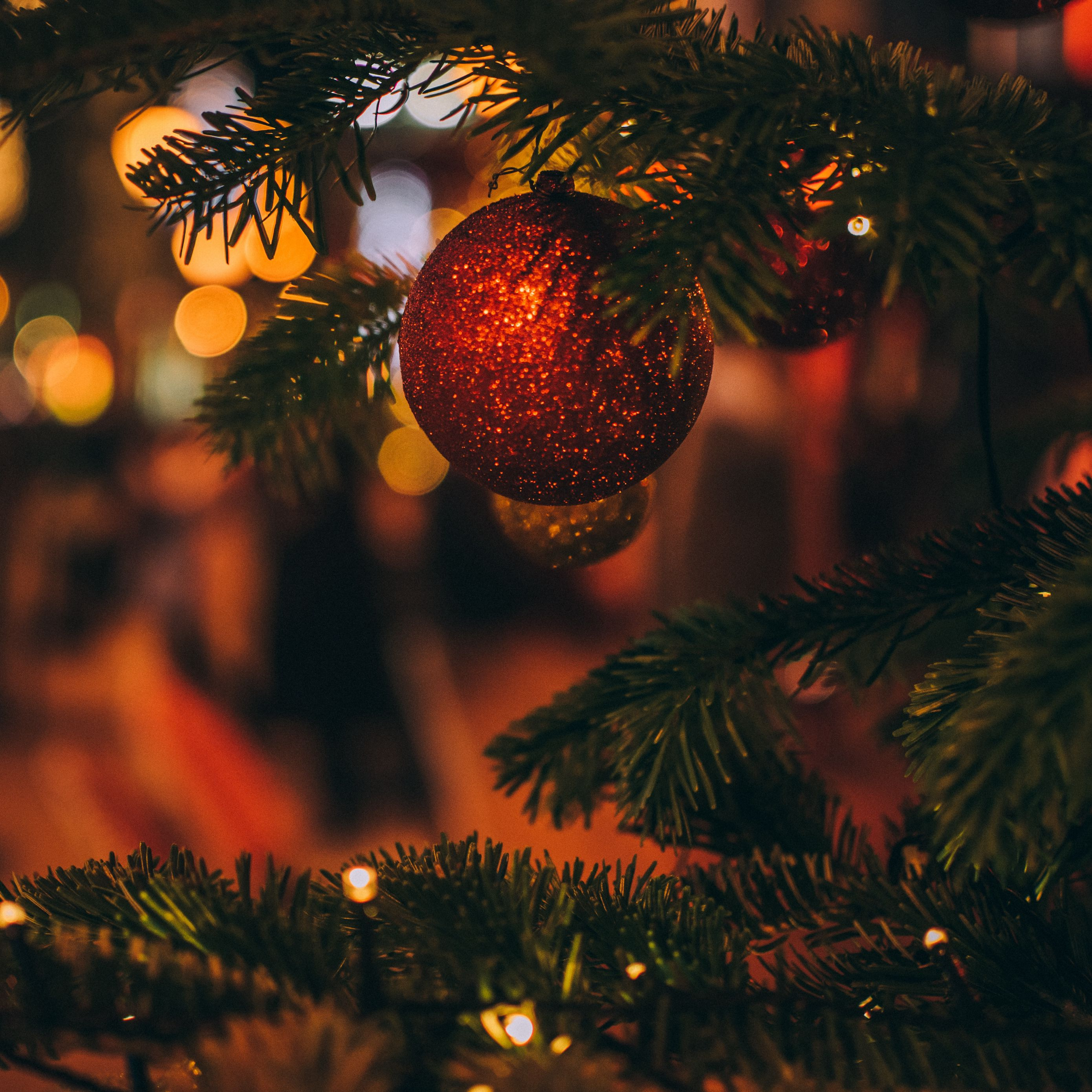 2780x2780 Wallpaper christmas toy, tree, christmas, new year, blur, decoration