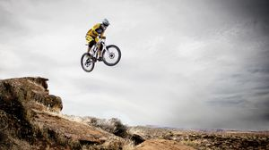 Preview wallpaper cyclist, cycle racing, trick, jump