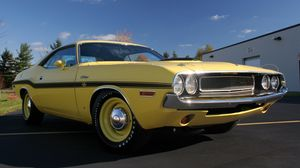 Preview wallpaper dodge, challenger, side view, yellow