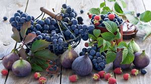 Preview wallpaper figs, grapes, raspberries, crockery