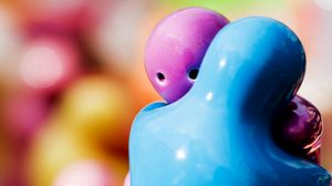 Preview wallpaper figurines, hugging, blue, purple