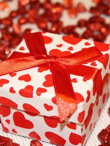 Preview wallpaper gift, box, ribbon, heart