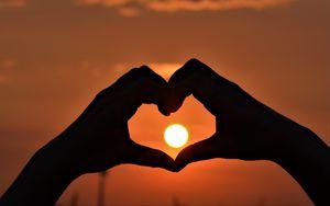 Preview wallpaper hands, heart, sun, sunset, love