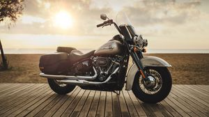 Preview wallpaper harley-davidson, motorcycle, bike, side view, shore, horizon