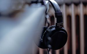 Preview wallpaper headphones, black, music, audio, electronics