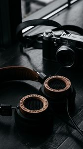 Preview wallpaper headphones, camera, retro, table, dark, audio