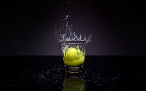 Preview wallpaper lemon, glass, water, spray