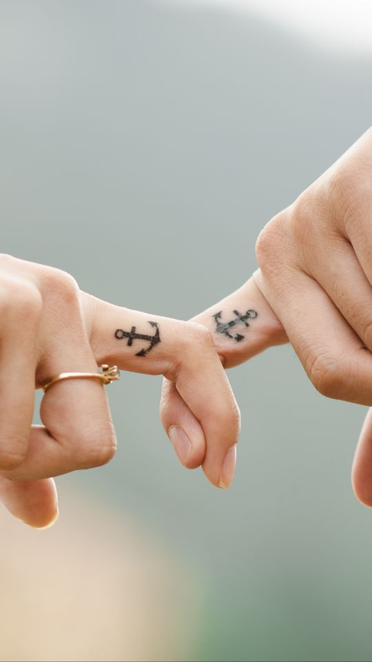 540x960 Wallpaper love, hands, romance, tattoos, couple, anchor