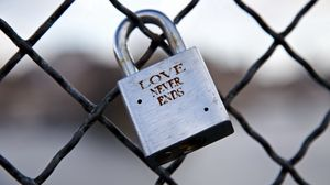 Preview wallpaper love, lock, symbolic, eternity, romance, mesh, metal