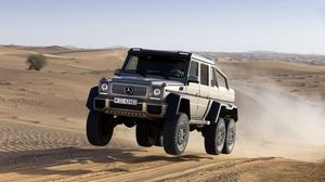 Preview wallpaper mercedes benz, fly, jump, sand