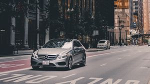 Preview wallpaper mercedes, car, city, architecture, chicago, usa