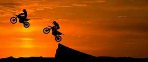 Preview wallpaper motorcyclist, silhouettes, trick, hill