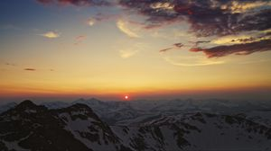 Preview wallpaper mountains, cordillera, sky, sunset, sun, clouds