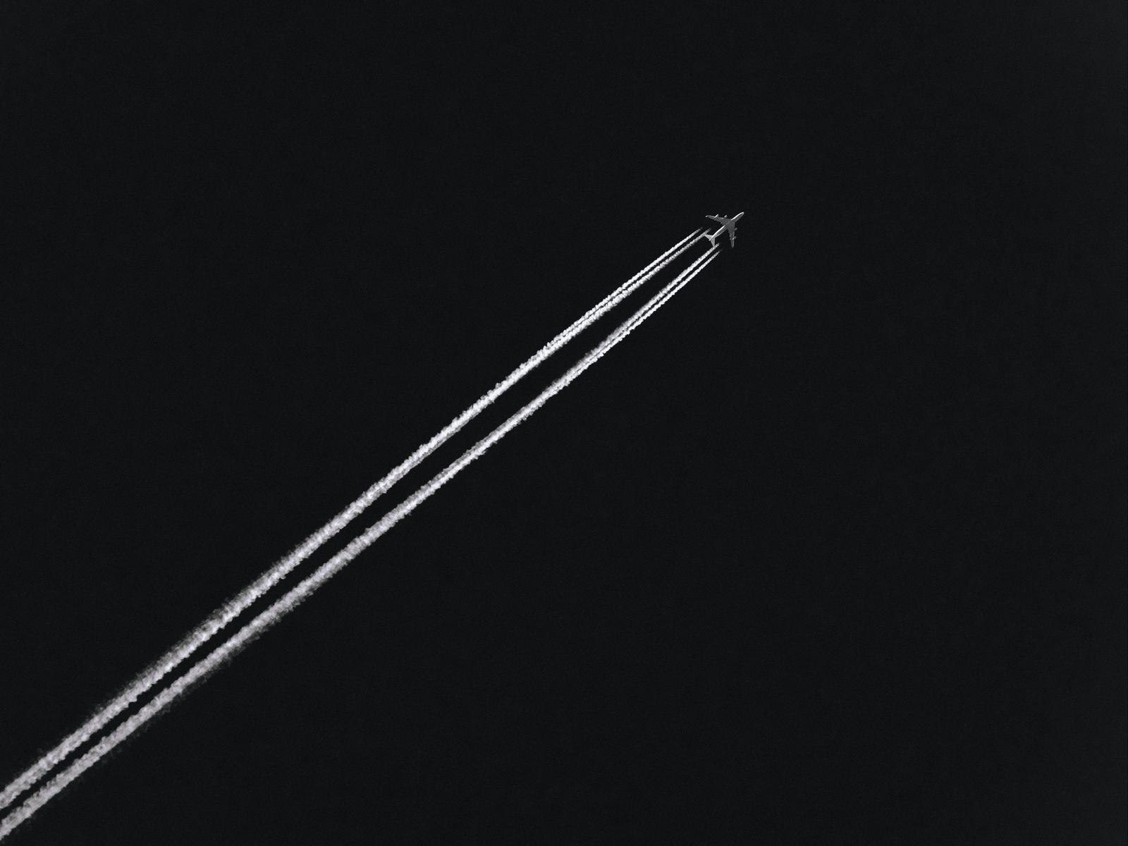 1600x1200 Wallpaper airplane, track, dark, sky