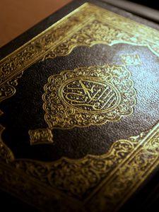 Preview wallpaper arabic, islam, calligraphy, quran, macro, holy book