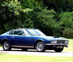 Preview wallpaper aston martin, dbs, 1967, blue, side view, vintage, cars, trees