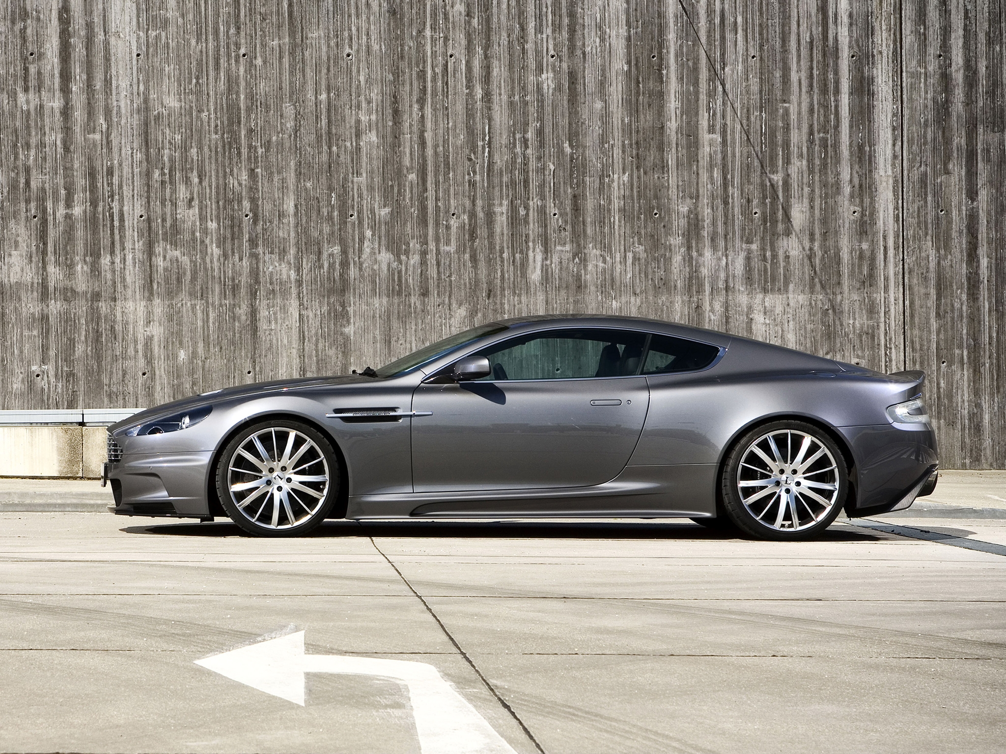 Download Wallpaper 2048x1536 Aston Martin Dbs 2009 Gray Side View Auto Hd Background