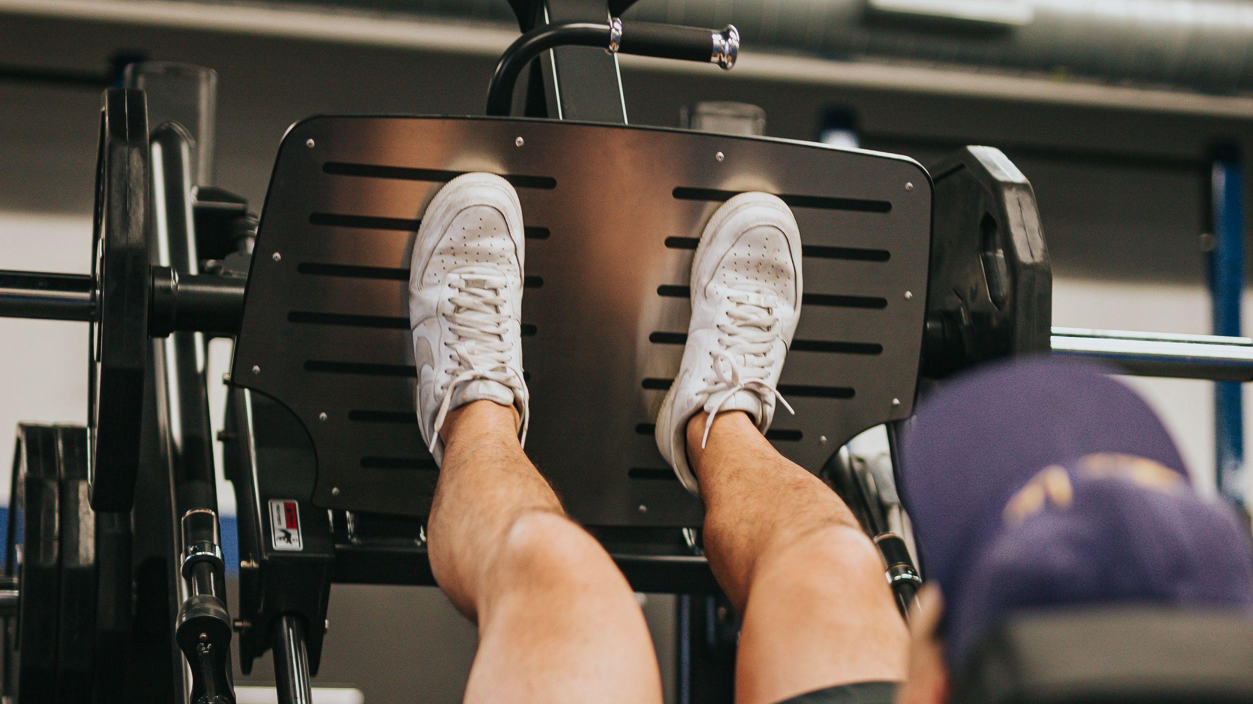 2560x1440 Wallpaper athlete foot, trainer, gym, sports