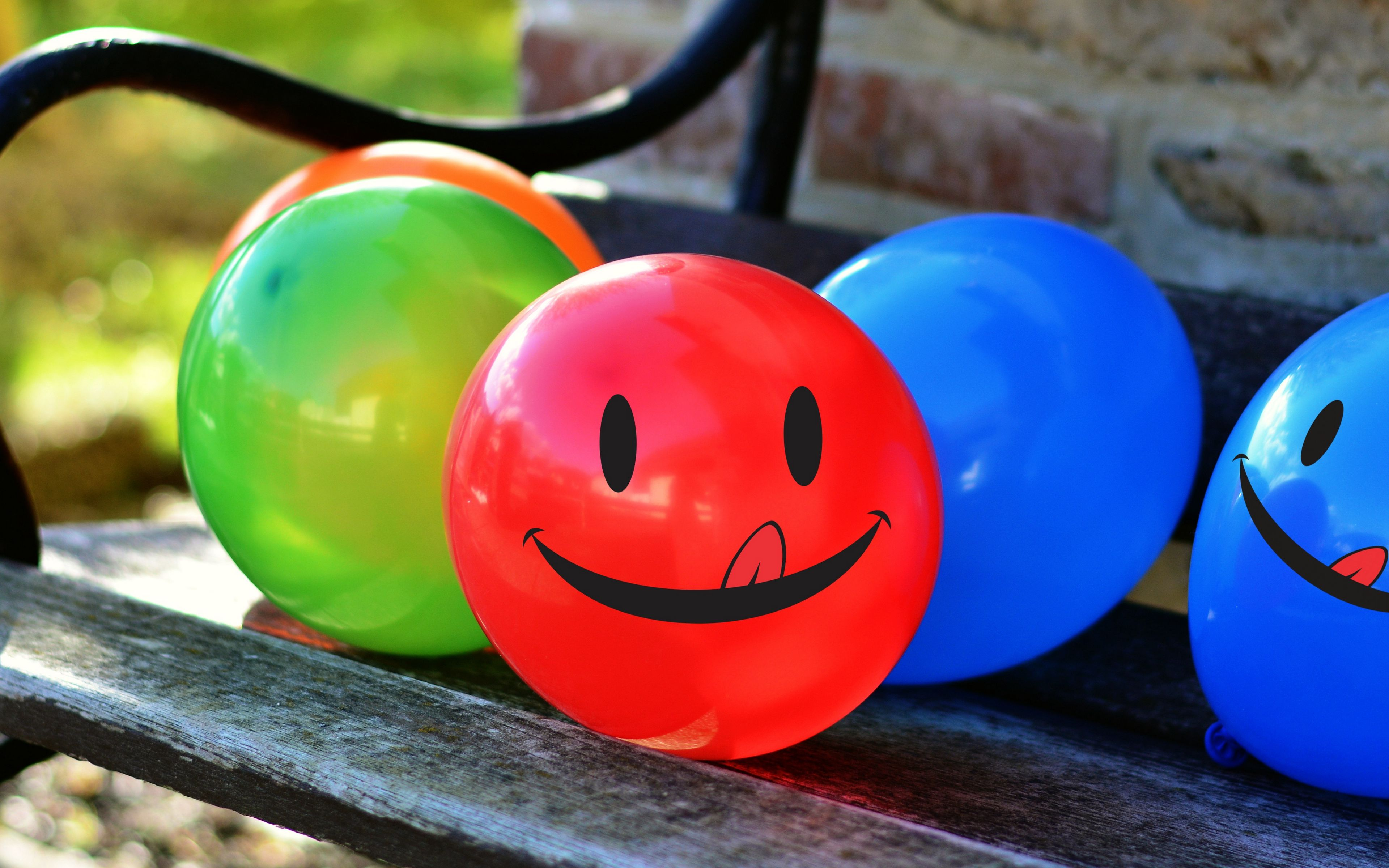 3840x2400 Wallpaper balloons, smile, smiley, colorful