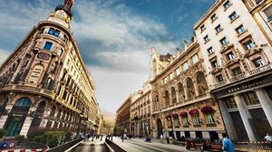 Preview wallpaper barcelona, city, building, street, people