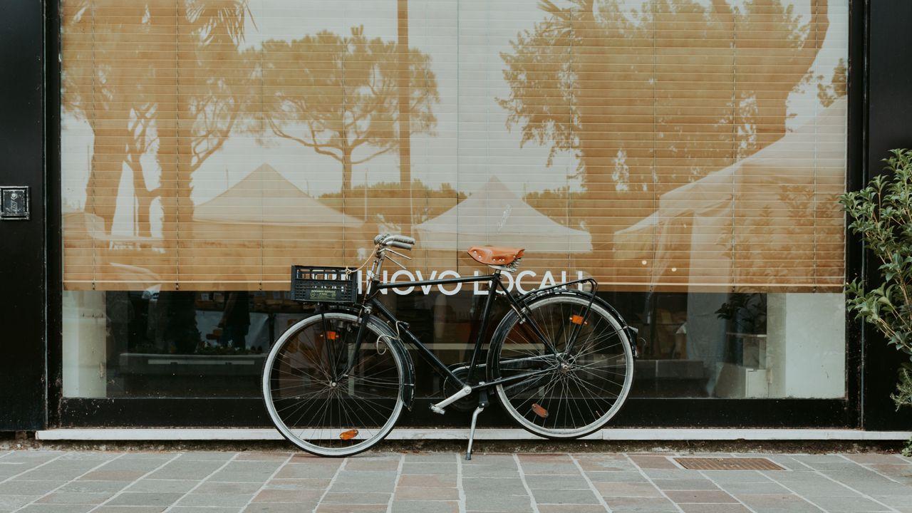 Wallpaper bicycle, facade, street, reflection