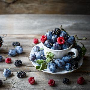 Preview wallpaper blackberries, raspberries, berries
