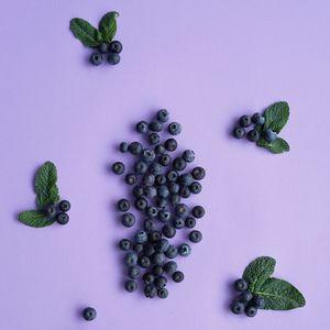 Preview wallpaper blueberries, berries, mint, leaves