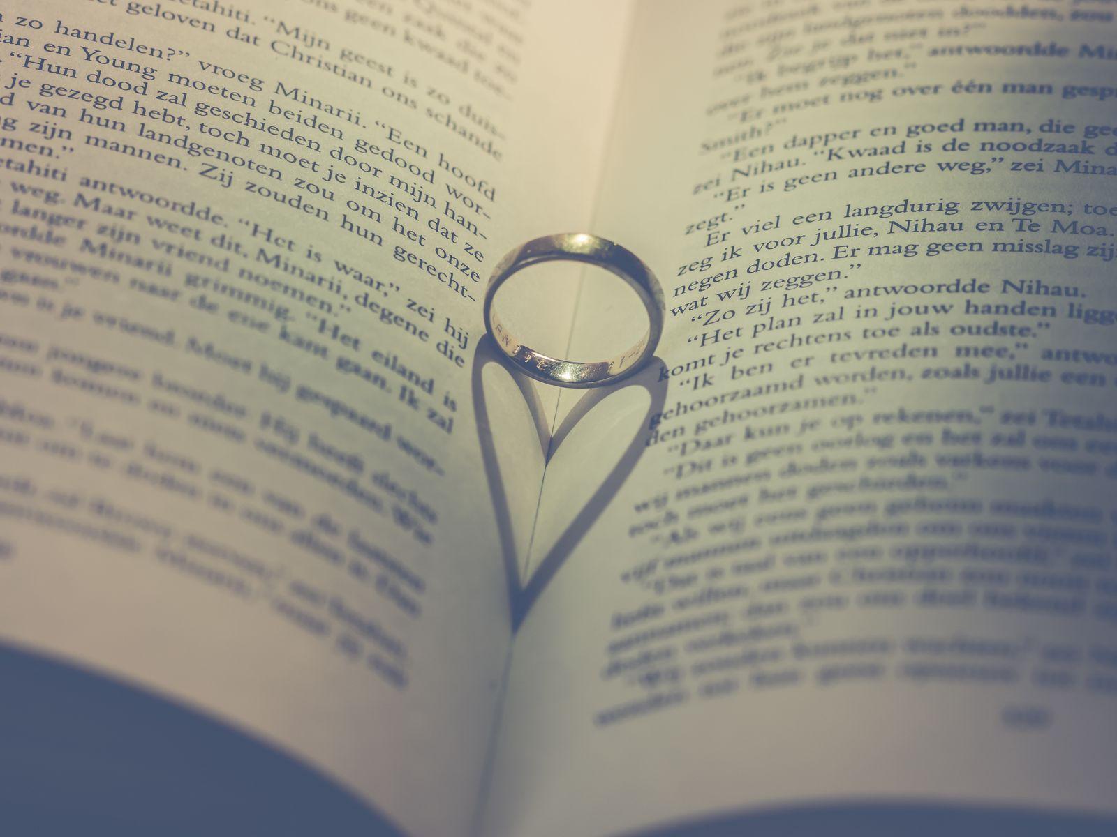 1600x1200 Wallpaper book, ring, heart, love
