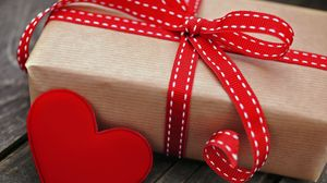 Preview wallpaper box, gift, holiday, heart, red, tape