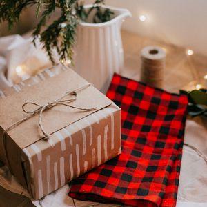 Preview wallpaper box, gift, shawl, garland, holiday