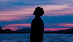 Preview wallpaper boy, silhouette, sunset, sky, sea