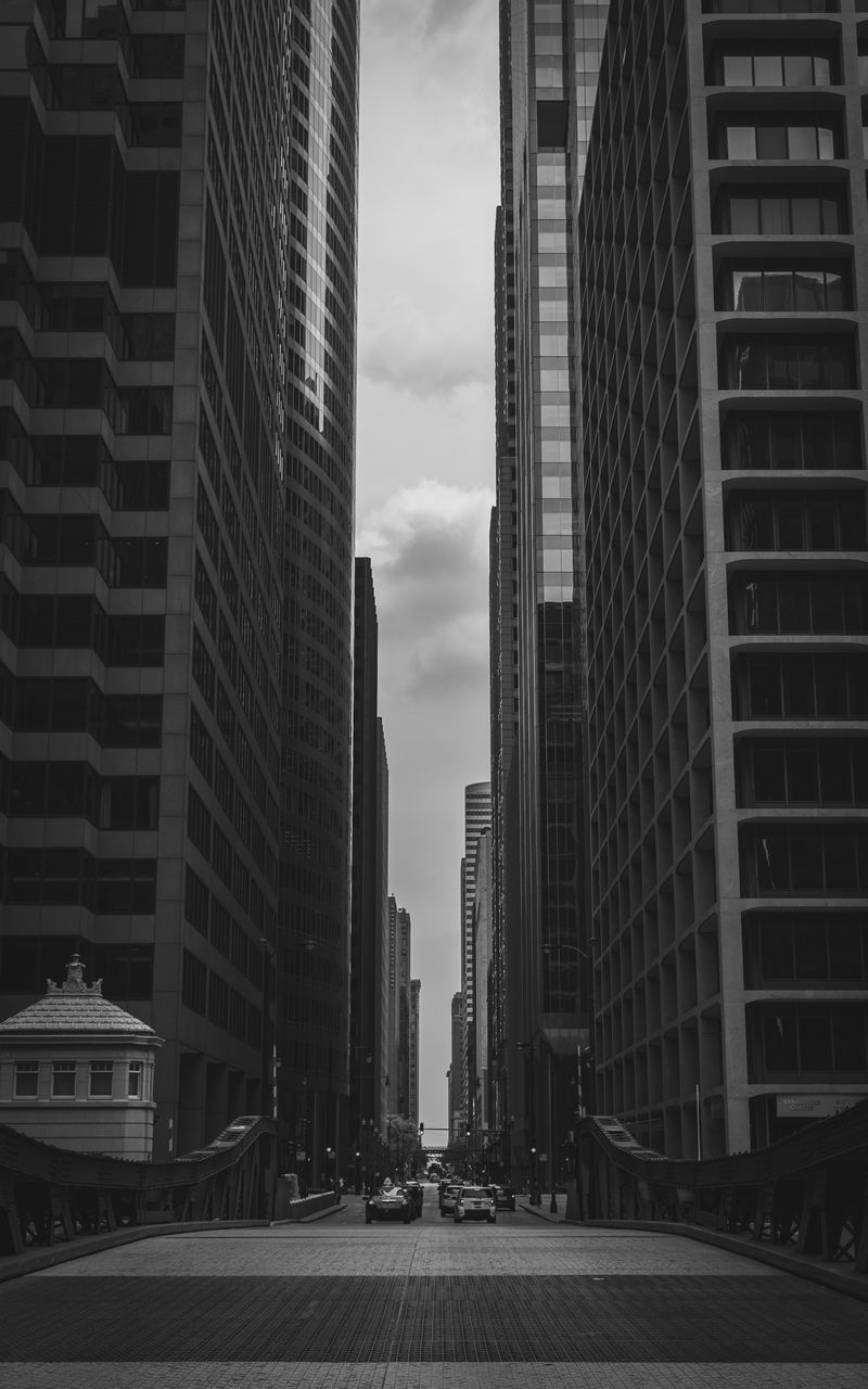 800x1280 Wallpaper buildings, city, bw