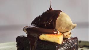 Preview wallpaper cake, chocolate, watering, dessert