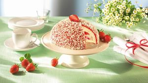 Preview wallpaper cake, strawberries, dishes