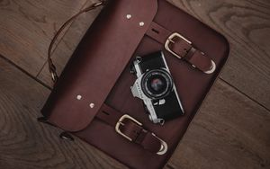 Preview wallpaper camera, lens, bag, floor, old, leather, accessory