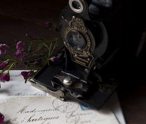 Preview wallpaper camera, lens, letter, flowers, vintage