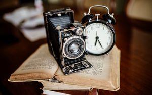 Preview wallpaper camera, watch, book, retro