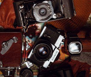 Preview wallpaper cameras, watch, hat, gloves, vintage