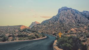Preview wallpaper canyon, road, turn, vegetation