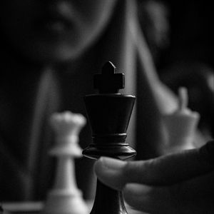Preview wallpaper chess, game, games, pieces, queen, king, move
