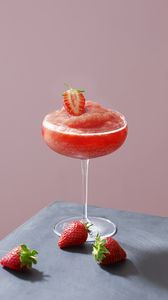 Preview wallpaper cocktail, strawberry, glass, pink