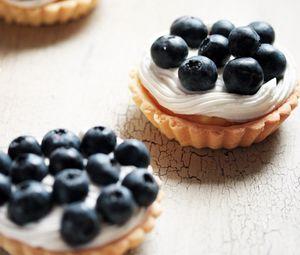 Preview wallpaper cookies, cream, cranberries