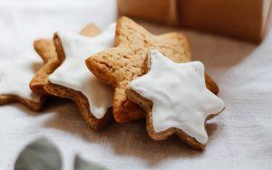 Preview wallpaper cookies, stars, branch, box, glare