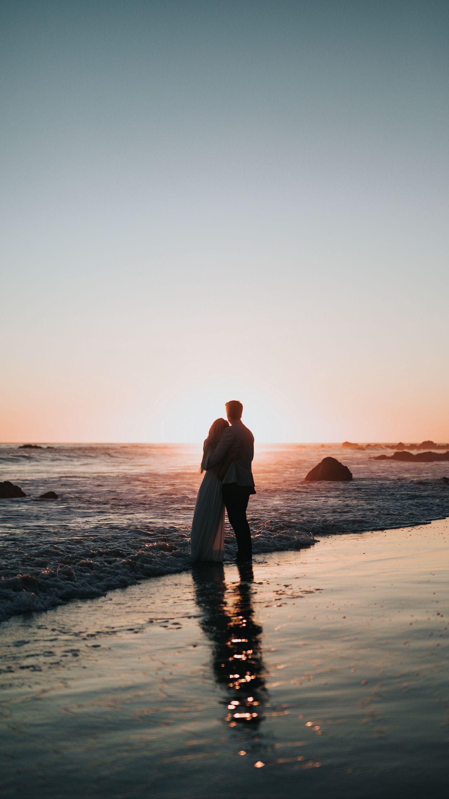 1440x2560 Wallpaper couple, beach, sunset, hugs, love