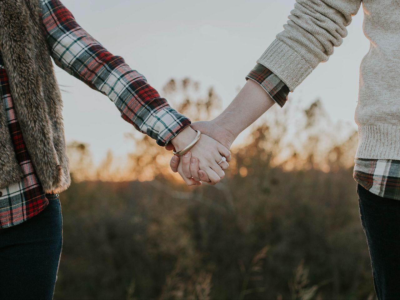 1280x960 Wallpaper couple, hands, tenderness