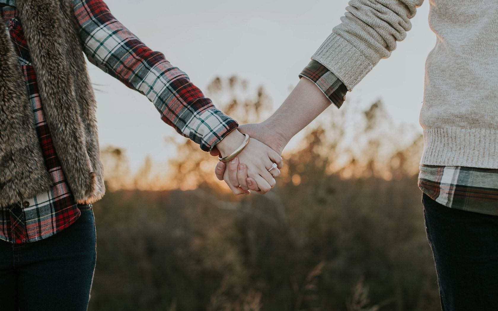 1680x1050 Wallpaper couple, hands, tenderness