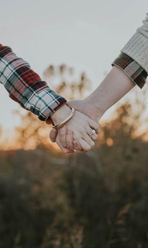 480x800 Wallpaper couple, hands, tenderness